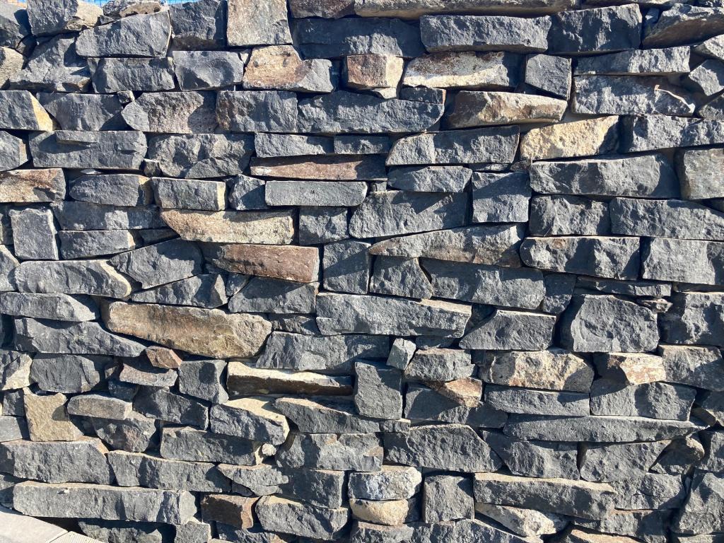 Bazalt vágott mediterrán kő